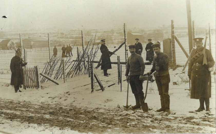 Prisoners and soldiers at Frongoch camp, Merionethshire, 1914-18. © Meirionnydd Archives, Gwynedd Archives Service 2016. Reproduced by permission of Meirionnydd Archives, Gwynedd Archives. Link on DRI: https://repository.dri.ie/catalog/vq28c324q